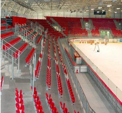 Trybuny na lodowisku Cacowi w Krakowie